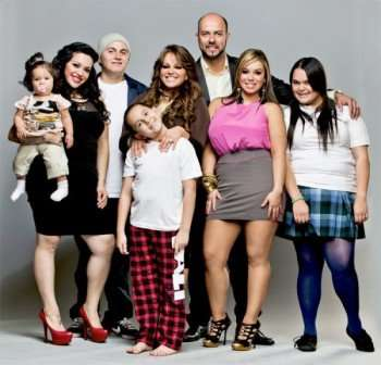 LOVE JENNI -- Pictured: Jenni Rivera (center) and family -- Photo ...