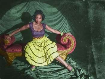 angela-bassett-ahs-freak-show