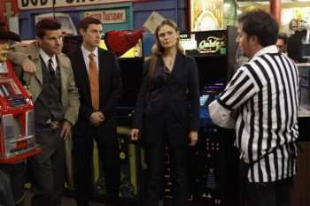 "Brennan (Emily Deschanel, R), Booth (David Boreanaz, L) and Sweets (John Francis Daley, C) investigate the death of a competitive gamer in the BONES episode ""The Gamer in the Grease"" airing Thursday, Dec. 3 (8:00-9:00 PM ET/PT) on FOX. ©2009 Fox Broadcasting Co. Cr: Greg Gayne/FOX"