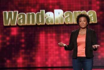 Wanda Sykes (L) and her sidekick Porsche (R) hosts THE WANDA SYKES SHOW on Saturday, Nov. 28 (11:00 PM-Midnight ET/PT) on FOX. ©2009 Fox Broadcasting Co. CR: Ray Mickshaw/FOX