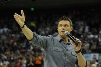 Ryan Seacrest says hello to the crowd at the Austin auditions of AMERICAN IDOL on Wednesday Aug, 11. Season 10 of AMERICAN IDOL airs on FOX. CR: Ray Mickshaw/ FOX.