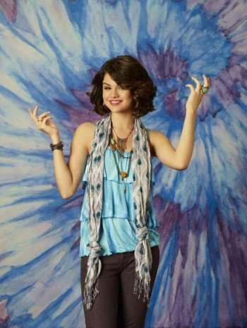 "Selena Gomez stars as Alex Russo on Disney Channel's ""Wizards of Waverly Place,"" and will be one of the featured interviews for Radio Disney Noon Year's Eve event. (DISNEY CHANNEL/CRAIG SJODIN)"