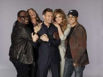 New AMERICAN IDOL judges Steven Tyler (second from L) and Jennifer Lopez (second from R) with returning Judge Randy Jackson (L), Host Ryan Seacrest (Center) and mentor Chairman of Interscope-Geffen-A&M Records Jimmy Iovine and Records (R). CR: Michael Becker/FOX © 2010 FOX BROADCASTING