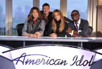 Steven Tyler, Ryan Seacrest, Jennifer Lopez, and Randy Jackson in 'American Idol' (Credit: Michael Becker/FOX)