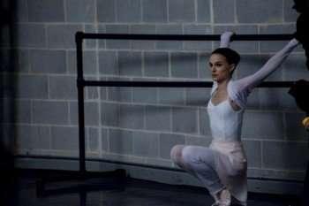Oscar winner Natalie Portman in 'Black Swan' (Credit: Niko Tavernise/Fox Searchlight)